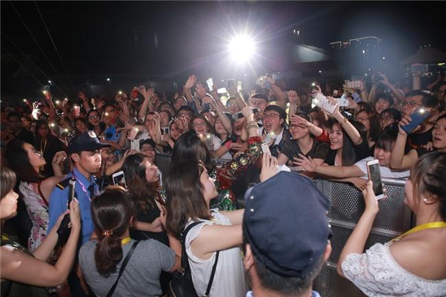 Mỹ Tâm khiến hàng ngàn fan phát cuồng khi thể hiện điệu nhảy say rượu trứ danh-8