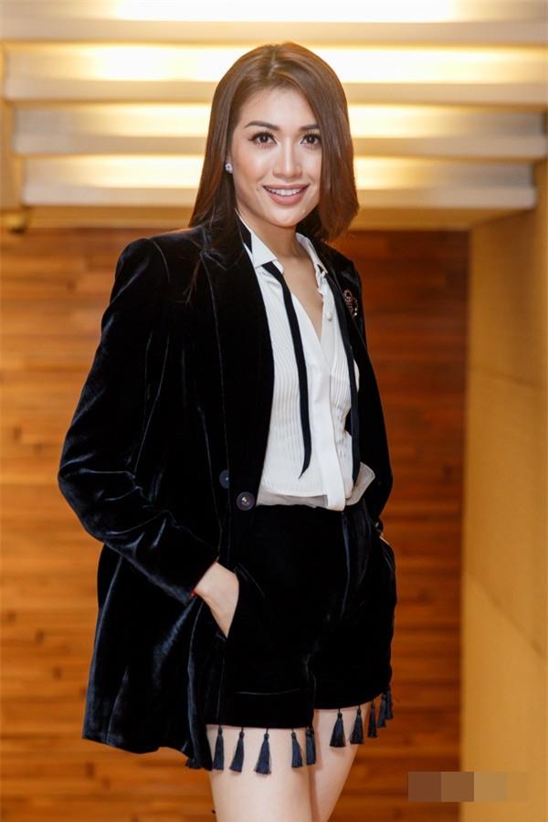 Diva Hồng Nhung lột xác khó hiểu - Thành Lộc phá vỡ quy tắc thời trang lọt top sao xấu-8