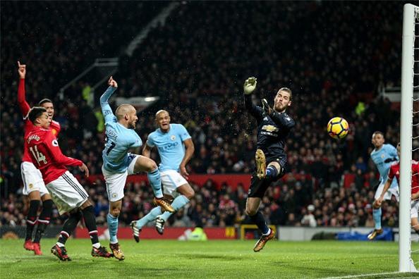 Lukaku lap cu dup sai lam, MU om han o derby Manchester hinh anh 2