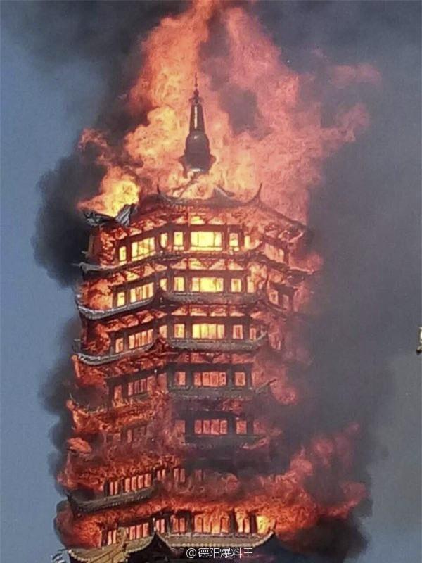 Trung Quốc: Cửu lung linh tháp cao nhất châu Á bốc cháy ngùn ngụt trong biển lửa - Ảnh 4.