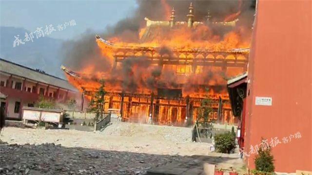 Trung Quốc: Cửu lung linh tháp cao nhất châu Á bốc cháy ngùn ngụt trong biển lửa - Ảnh 5.