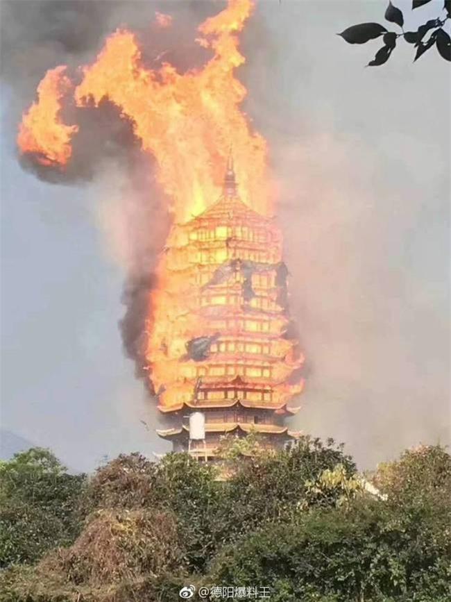 Trung Quốc: Cửu lung linh tháp cao nhất châu Á bốc cháy ngùn ngụt trong biển lửa - Ảnh 6.