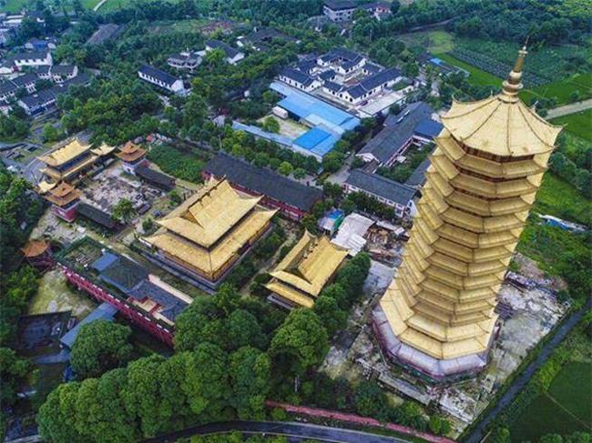 Trung Quốc: Cửu lung linh tháp cao nhất châu Á bốc cháy ngùn ngụt trong biển lửa - Ảnh 7.
