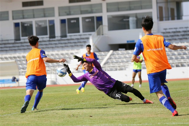 HLV Park Hang Seo tập cho học trò luyện dứt điểm khi đối mặt thủ môn
