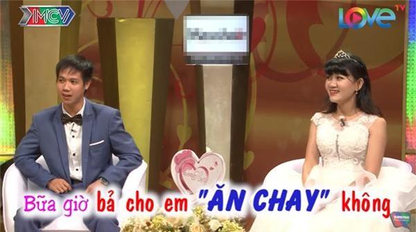 vo chong son: chet cuoi voi anh chong tre con, khong dam 'gan gui' vo bau vi so 'trung con' - 14