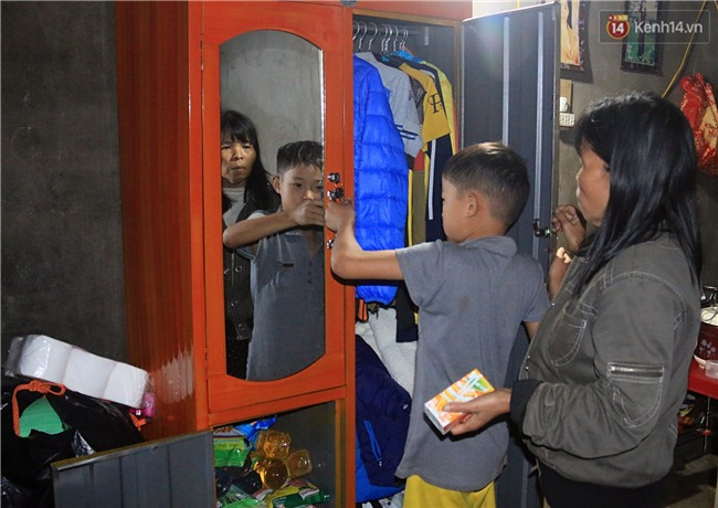 Bé trai 9 tuổi một mình sống giữa mộ bia ở Quảng Trị hơn 700 đêm và niềm vui ngày mẹ trở về - Ảnh 7.