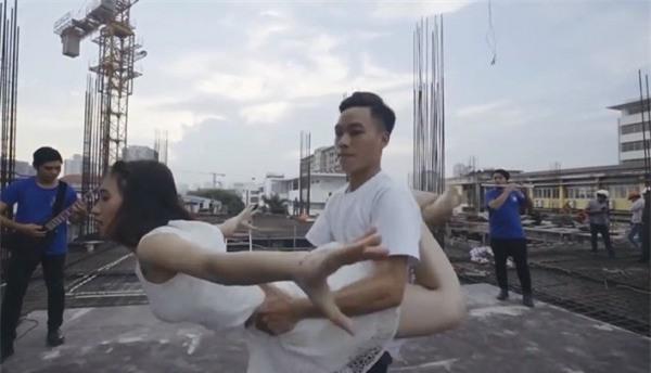 Nhảy flashmob là phải 'chất' như sinh viên Đại học Xây dựng trong clip này - Ảnh 5.