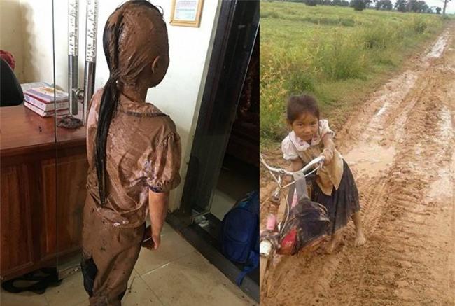 Xót xa cảnh học sinh đầu tóc lấm lem, lội bùn đến trường ở Đắk Lắk - Ảnh 1.