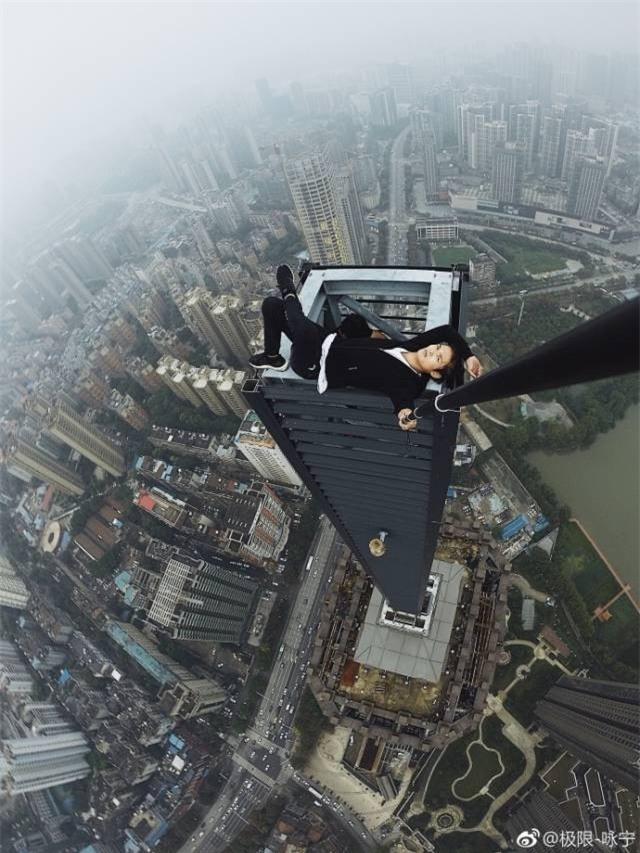 Trước khi chết, diễn viên Trung Quốc từng thách thức độ cao 1.000 m-1