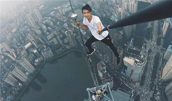 Trước khi chết, diễn viên Trung Quốc từng thách thức độ cao 1.000 m-2