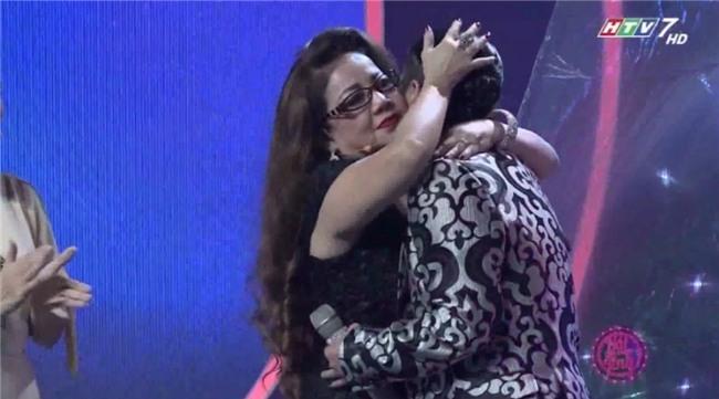 Mẹ Kasim Hoàng Vũ khóc ròng kể lại quá khứ định ôm con nhảy sông tự vẫn vì áp lực ly hôn-3