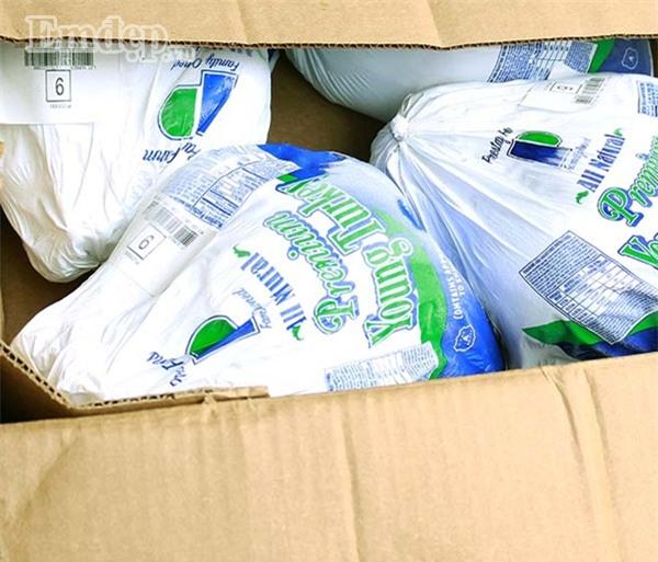 Chị em kiếm tiền triệu nhờ buôn bán gà tây nhập khẩu nguyên con mùa Noel