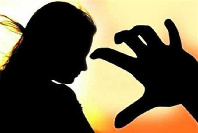 Kinh hoàng chỉ trong vòng vài giờ, cô bé 15 tuổi bị hãm hiếp tập thể sau đó đi cầu cứu thì lại bị hãm hiếp một lần nữa - Ảnh 1.