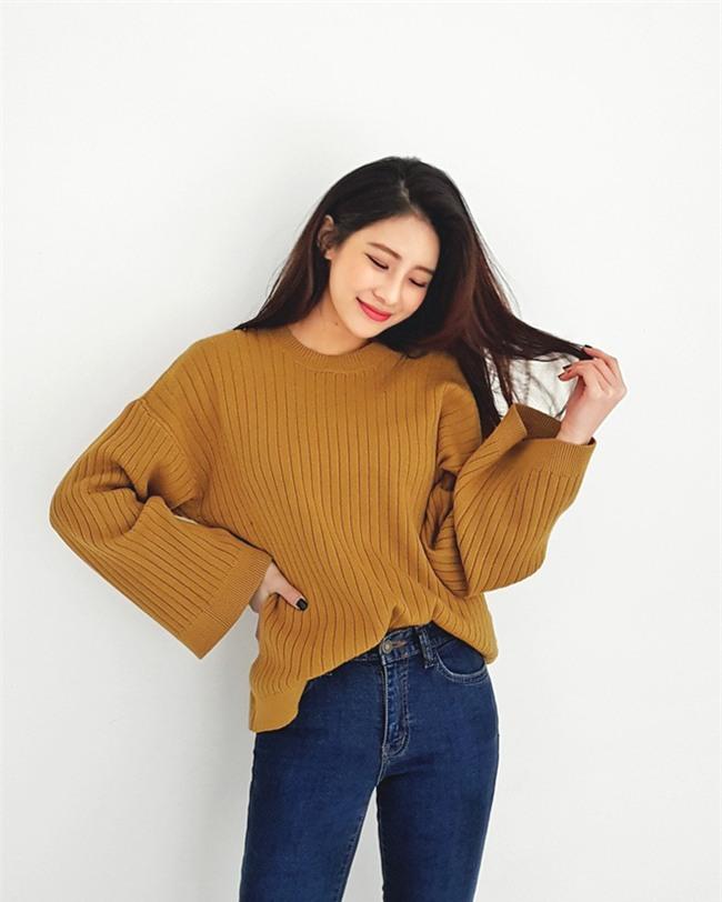 Xem đi xem lại thì áo len gân sọc vẫn dễ chọn nhất, vừa gọn gàng ôm dáng vừa giữ ấm cực đỉnh - Ảnh 15.