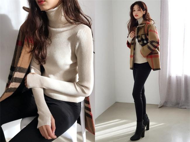 Xem đi xem lại thì áo len gân sọc vẫn dễ chọn nhất, vừa gọn gàng ôm dáng vừa giữ ấm cực đỉnh - Ảnh 3.