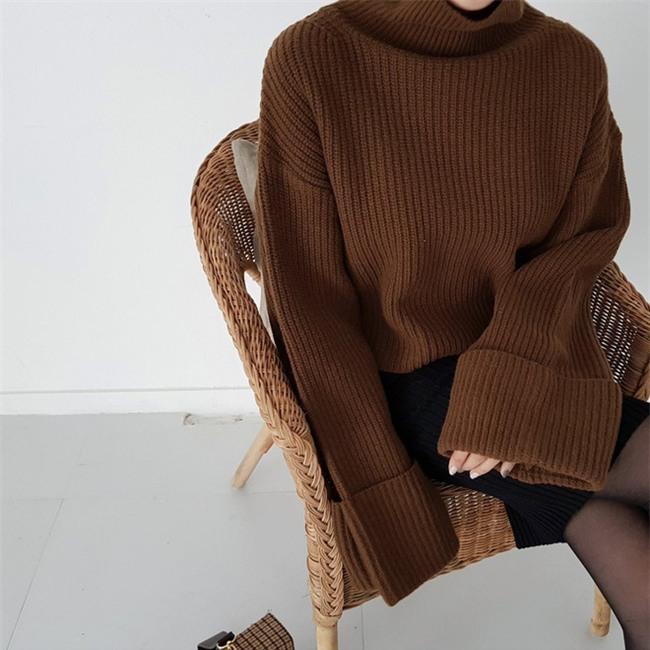 Xem đi xem lại thì áo len gân sọc vẫn dễ chọn nhất, vừa gọn gàng ôm dáng vừa giữ ấm cực đỉnh - Ảnh 9.