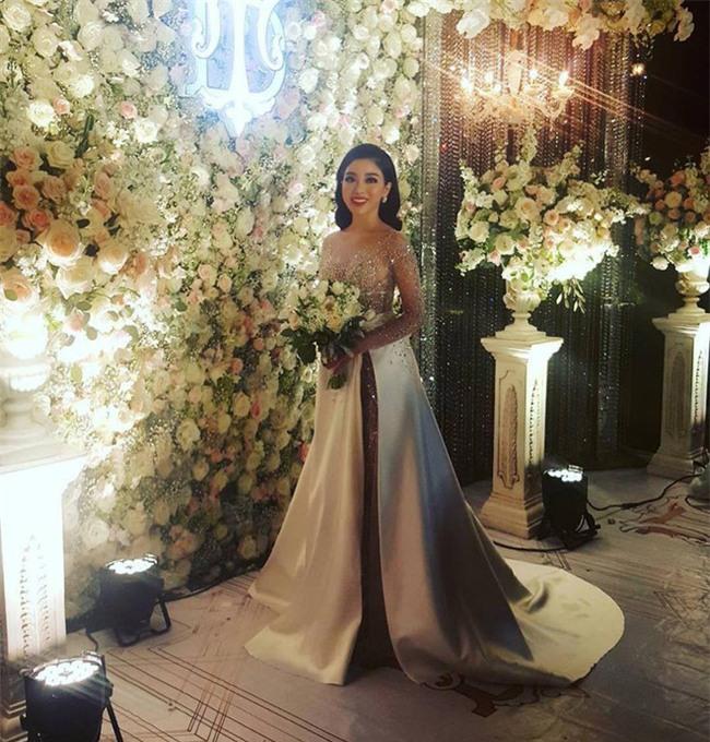 Đám cưới sang chảnh với 10.000 bông hoa tươi và váy đính 5.000 kim sa của cô dâu 9X xinh đẹp - Ảnh 14.