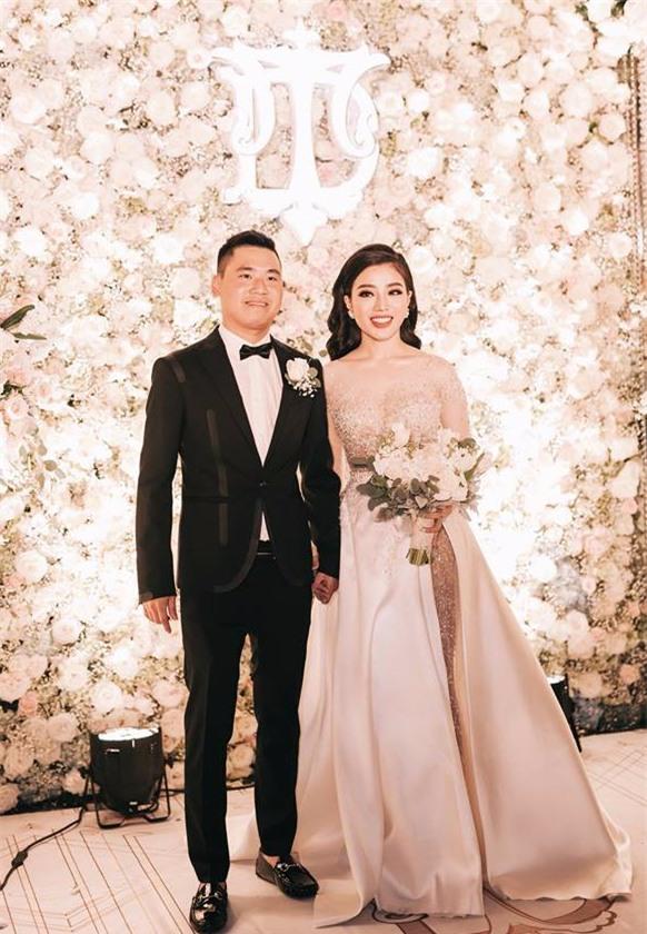 Đám cưới sang chảnh với 10.000 bông hoa tươi và váy đính 5.000 kim sa của cô dâu 9X xinh đẹp - Ảnh 6.