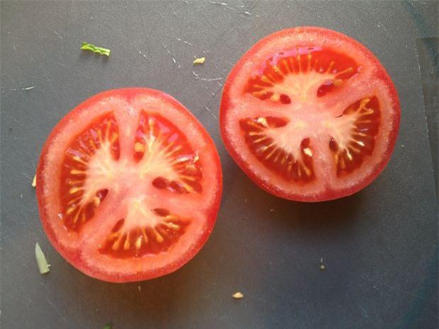 Nếu bạn vẫn loay hoay không biết nên bảo quản cà chua dùng dở dang thế nào thì đây là bí quyết - Ảnh 3.