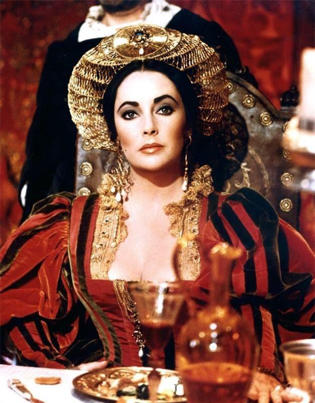 Cuộc đời bi kịch của Nữ hoàng lên ngôi từ 6 ngày tuổi, cả đời lưu lạc và bị giam cầm - Ảnh 3.