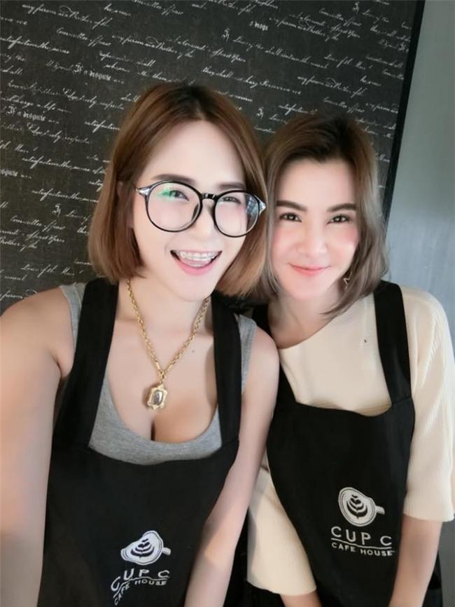 Quán cafe trễ nải đặc biệt ở Thái Lan gây sốt vì dàn nhân viên quá nóng bỏng - Ảnh 2.