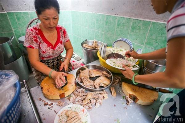3 quán ăn Sài Gòn có tốc độ bán hàng nhanh như điện xẹt, nếu không canh giờ là hẹn quay lại lần sau - Ảnh 2.