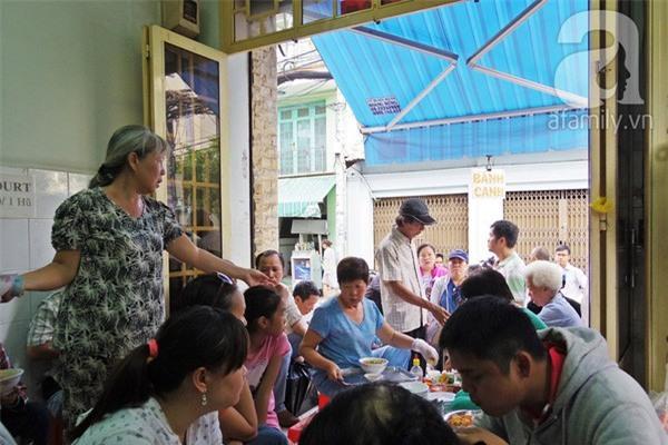 3 quán ăn Sài Gòn có tốc độ bán hàng nhanh như điện xẹt, nếu không canh giờ là hẹn quay lại lần sau - Ảnh 8.