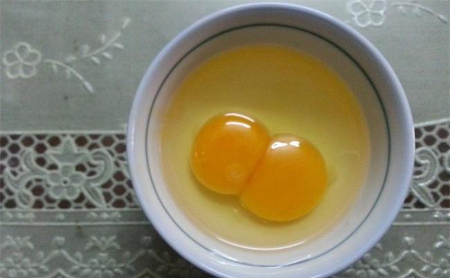 Chuyên gia dinh dưỡng nói gì về giá trị của trứng gà 2 lòng đỏ?
