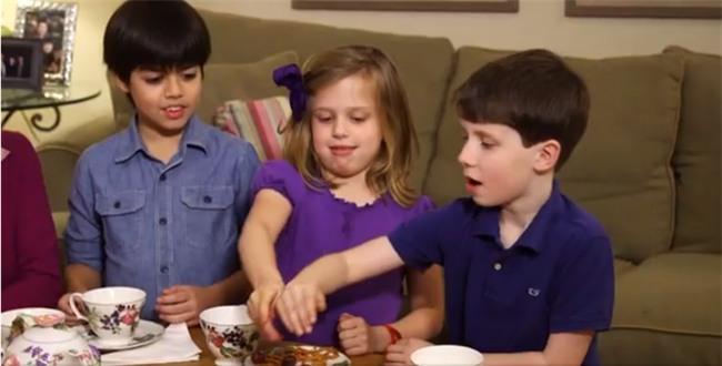 Clip: Xem trẻ em Tây được học cách cư xử lịch sự, nhiều bố mẹ Việt sẽ thốt lên Thật tuyệt vời - Ảnh 1.