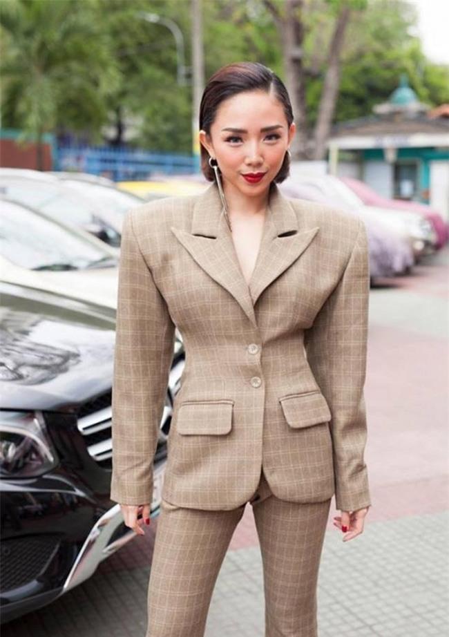 "top nhung bo vay ""xau khong the cuu"" cua sao viet nam 2017! - 2"