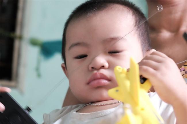 """Mẹ bỏ rơi khi mới 10 ngày tuổi, bé trai bệnh ung thư máu được """"người dưng"""" cưu mang suốt 2 năm trời - Ảnh 11."""