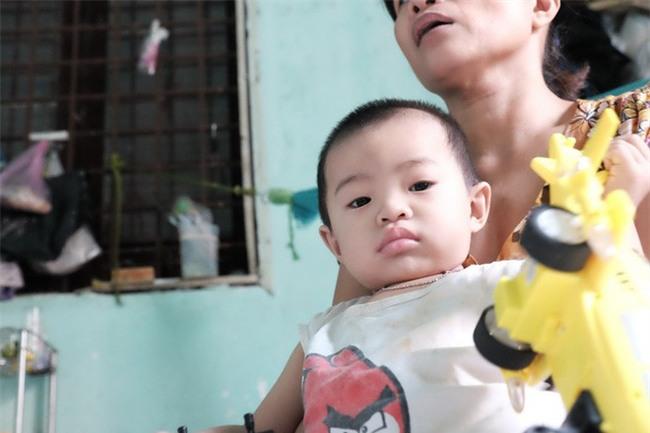 """Mẹ bỏ rơi khi mới 10 ngày tuổi, bé trai bệnh ung thư máu được """"người dưng"""" cưu mang suốt 2 năm trời - Ảnh 5."""
