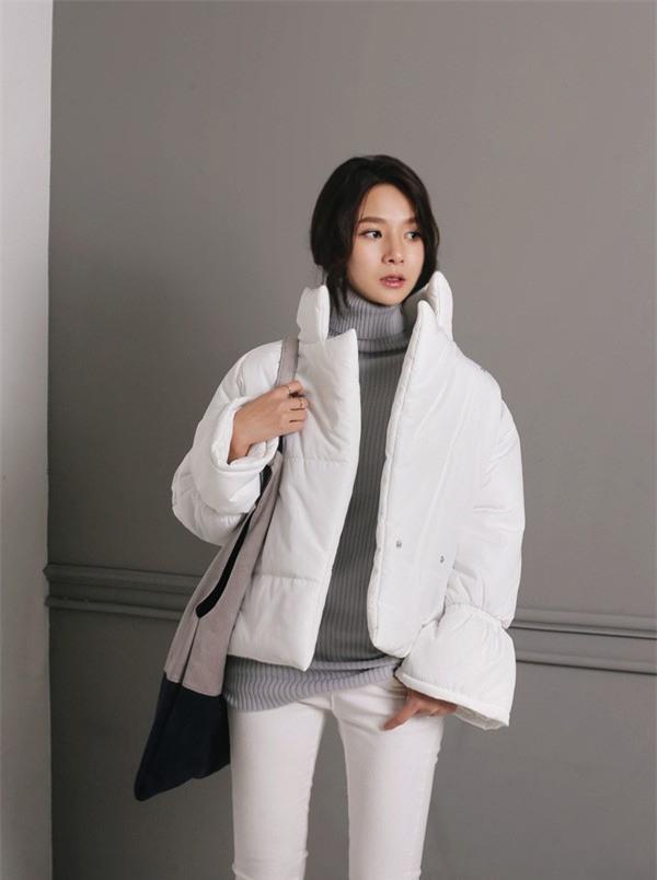 Ngày mai có mưa lạnh đến thế nào, thì chỉ cần chiếc áo này thôi là đủ ấm - Ảnh 1.