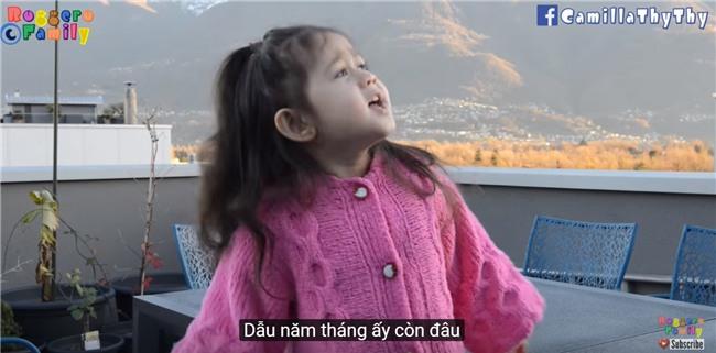 Thiên thần lai 4 tuổi tái xuất với bản cover Túy Âm cực đáng yêu - Ảnh 2.