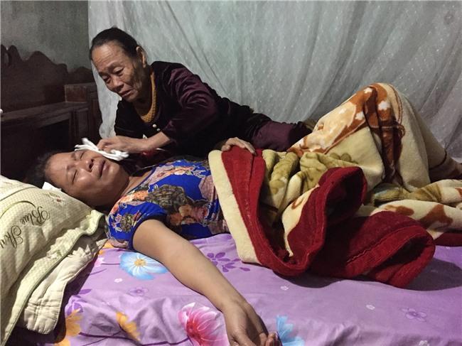 Công nhân người Việt tử vong trong vụ cháy ở Đài Loan: Mẹ gào khóc đến kiệt quệ khi biết tin con bỏ mạng nơi đất khách quê người - Ảnh 1.