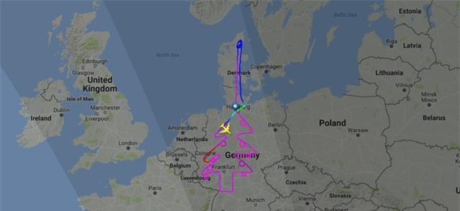 Airbus dành 5 tiếng để vẽ hình cây thông Noel trên bản đồ châu Âu bằng máy bay A380 - Ảnh 1.