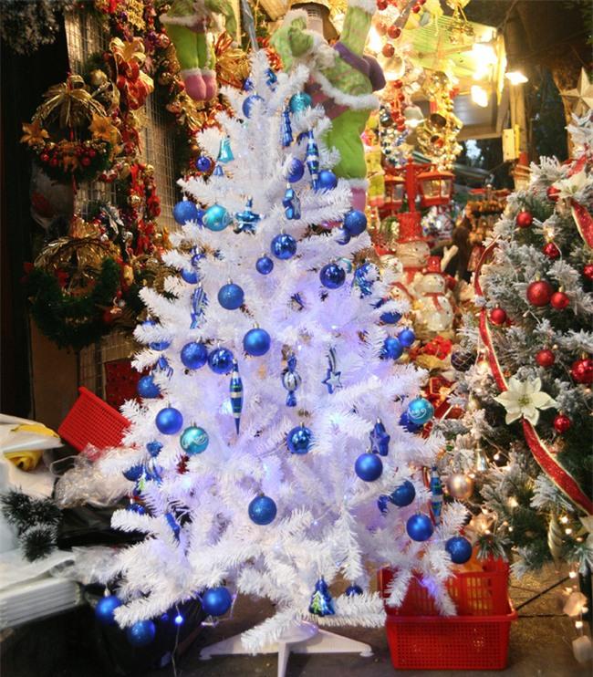 Thị trường đồ trang trí Noel: Xuất hiện nhiều món khủng với giá tiền triệu vẫn hút khách - Ảnh 9.