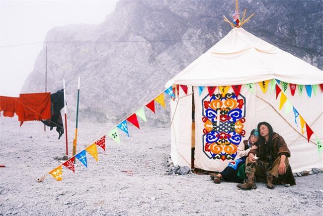 Cặp đôi Hà thành hóa trang thành dân du mục Mông Cổ, ôm rồng Nam Mỹ chụp ảnh cưới - Ảnh 10.