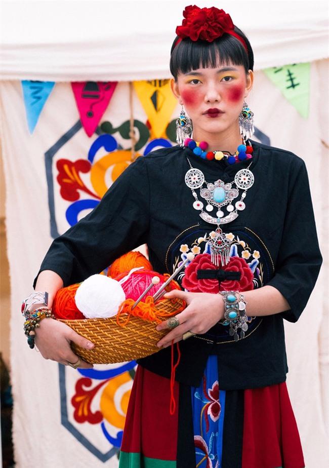 Cặp đôi Hà thành hóa trang thành dân du mục Mông Cổ, ôm rồng Nam Mỹ chụp ảnh cưới - Ảnh 2.