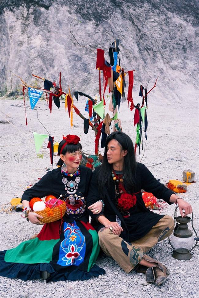 Cặp đôi Hà thành hóa trang thành dân du mục Mông Cổ, ôm rồng Nam Mỹ chụp ảnh cưới - Ảnh 4.