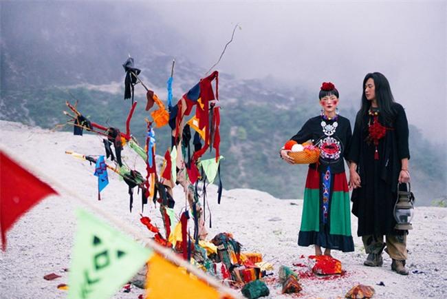 Cặp đôi Hà thành hóa trang thành dân du mục Mông Cổ, ôm rồng Nam Mỹ chụp ảnh cưới - Ảnh 5.