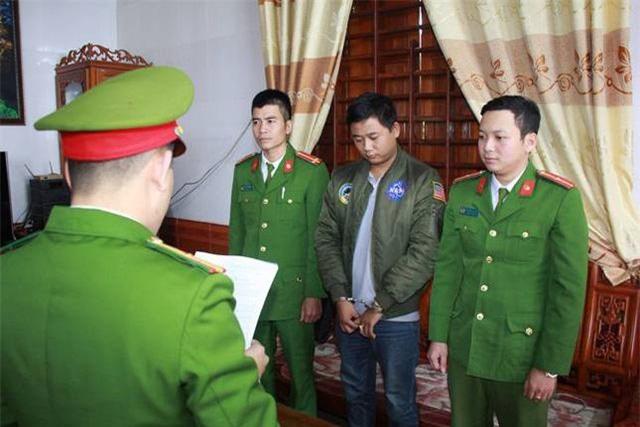 nguoi cha bi con danh den gay xuong: chuyen dong troi o can nha hoang - 4