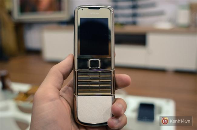 Ngỡ ngàng vì nhiều lãnh đạo, người nổi tiếng và triệu phú vẫn đang dần săn tìm dòng điện thoại tưởng đã chết từ lâu này - Ảnh 2.