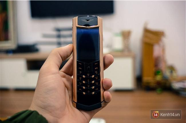 Ngỡ ngàng vì nhiều lãnh đạo, người nổi tiếng và triệu phú vẫn đang dần săn tìm dòng điện thoại tưởng đã chết từ lâu này - Ảnh 6.