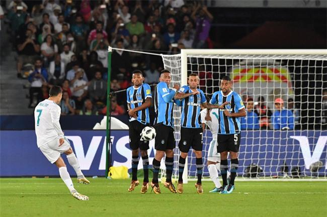 Ronaldo toa sang, Real hoan tat cu an 5 trong nam 2017 hinh anh 2