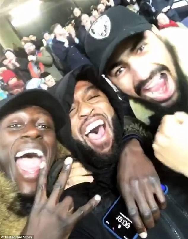 Cầu thủ Man City chế giễu Man Utd và Mourinho - Ảnh 2.