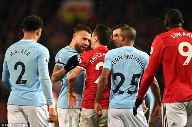 Cầu thủ Man City chế giễu Man Utd và Mourinho - Ảnh 3.