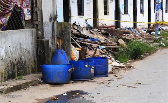 Vụ người đàn ông bị vứt đầu vào thùng rác ở Bình Dương: Công an phát đi thông báo tìm thân nhân - Ảnh 1.