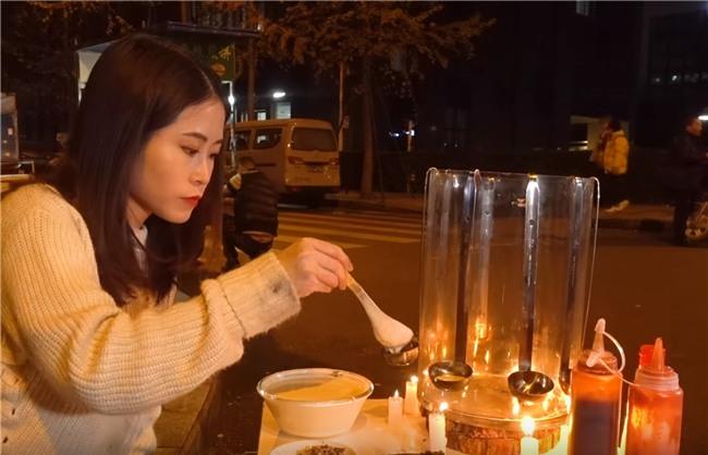Thánh ăn công sở bán Takoyaki ngoài vỉa hè, người qua đường mua lia lịa - Ảnh 6.