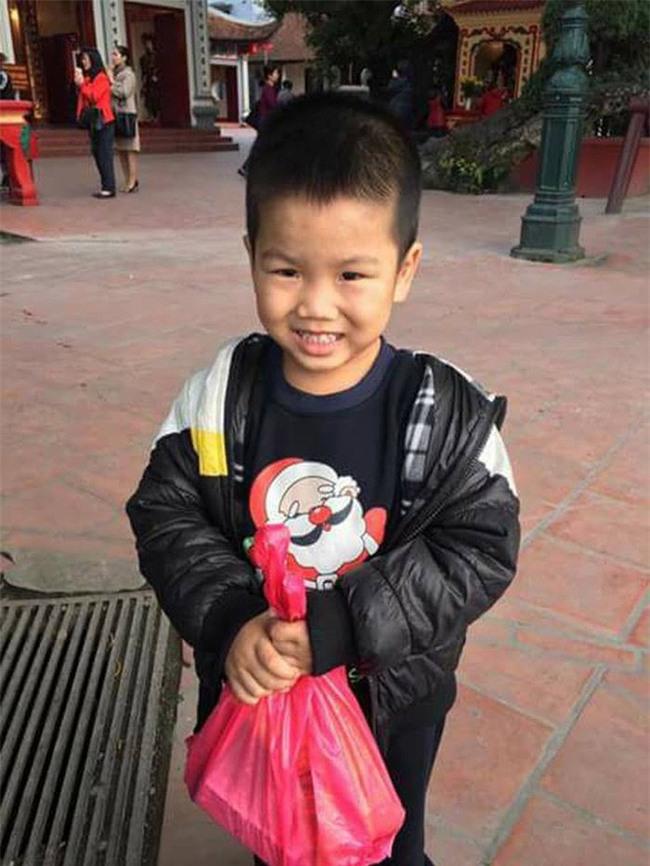 Hà Nội: Bé trai bị mẹ bỏ quên ở Phủ Tây Hồ - Ảnh 3.
